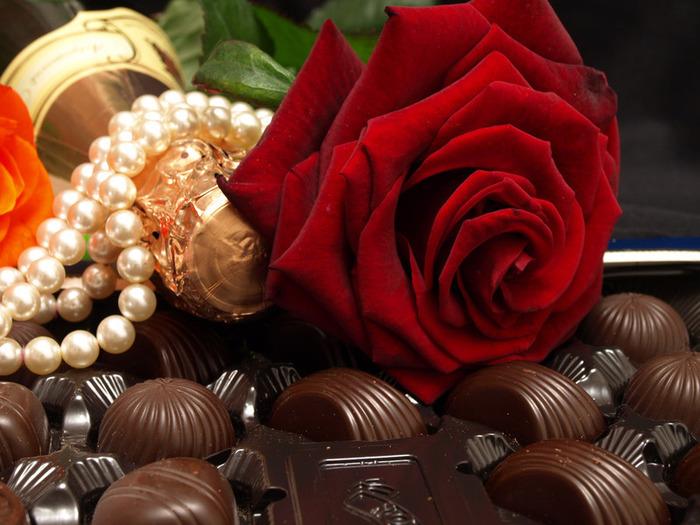 Rose Rouge Et Chocolats